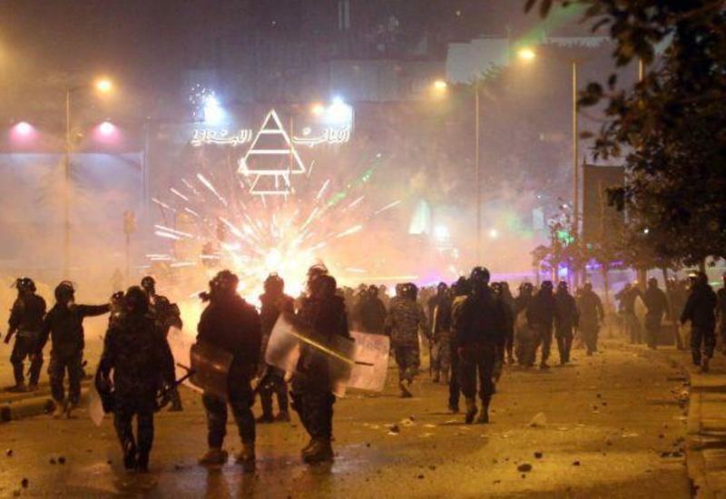 Около 70 человек пострадали в столкновениях полиции и демонстрантов в Бейруте