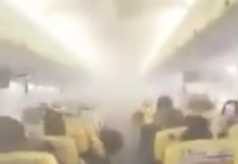 В салоне Boeing-737 произошел пожар прямо во время полета