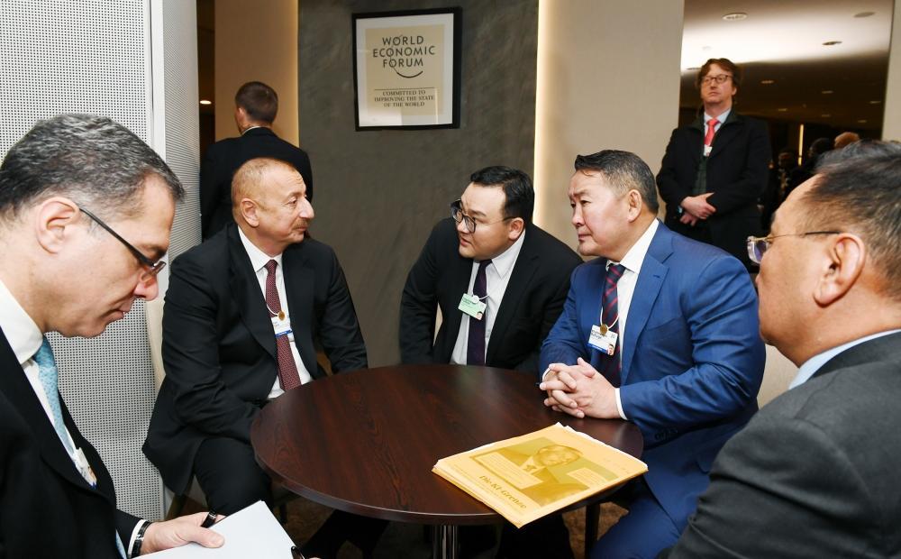 Президент Ильхам Алиев встретился в Давосе с Президентом Монголии