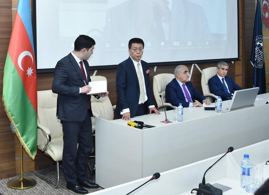 В UNEC выпускникам курсов дистанционного изучения китайского языка вручены сертификаты