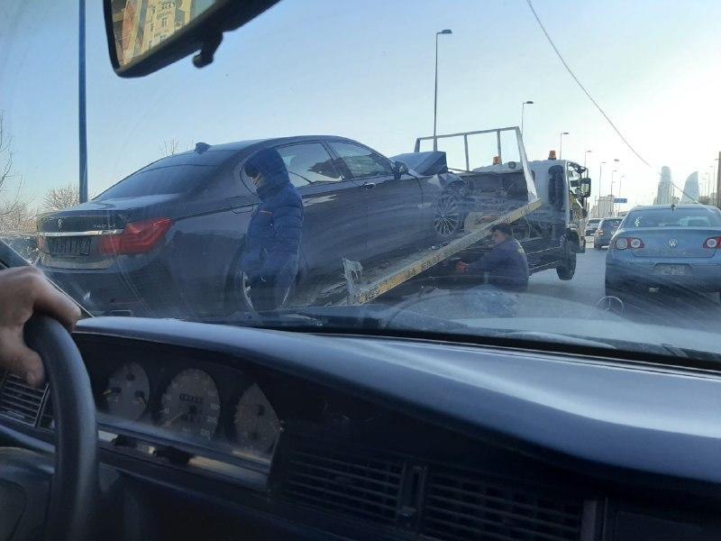 В Баку произошло тяжелое ДТП, образовалась пробка