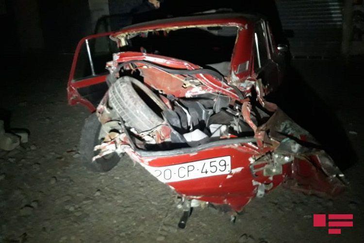 В Азербайджане поезд протаранил автомобиль, есть пострадавшие