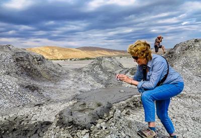 """""""Это удивительная страна с восхитительными, гостеприимными жителями""""  - Канадская писательница делится впечатлениями от путешествия в Азербайджан"""