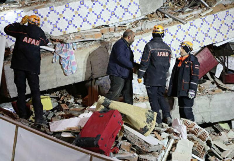 Иран предложил помощь Турции после землетрясения с десятками жертв