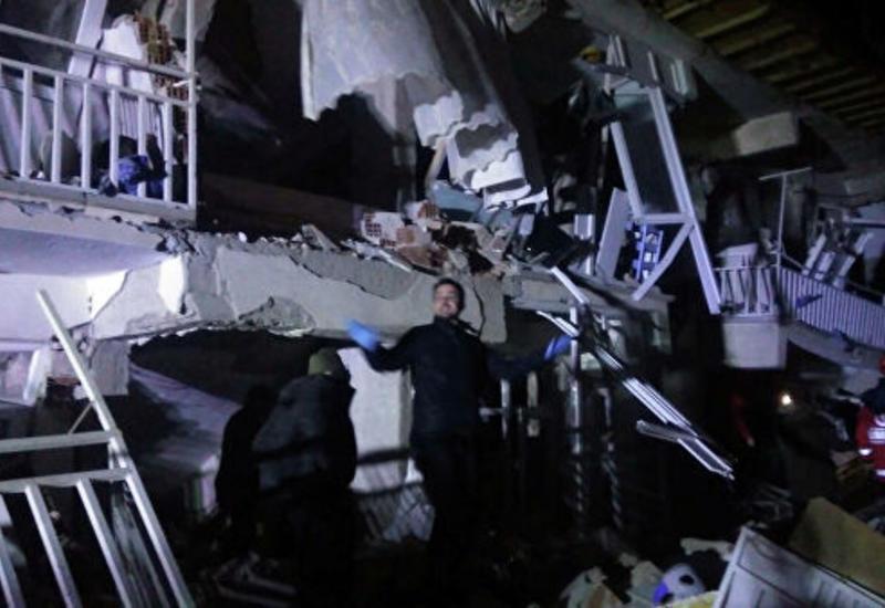 В Турции после землетрясения из-под завалов извлекли еще двух человек