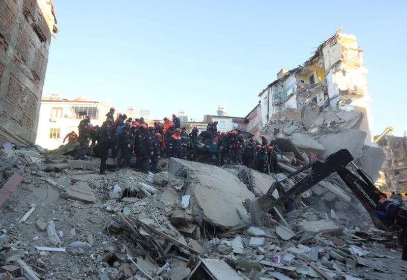 Не менее 30 домов обрушились в результате землетрясения в Турции
