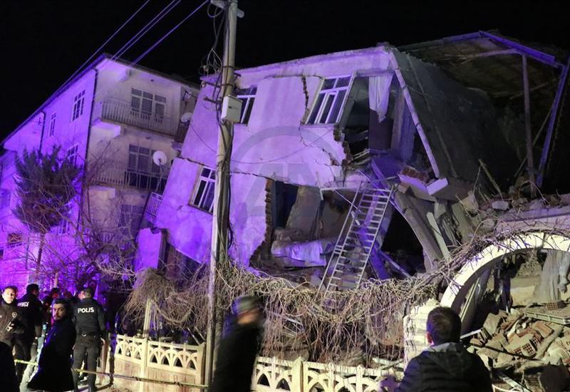Сильнейшее землетрясение в Турции: 21 погибший, 1500 раненых