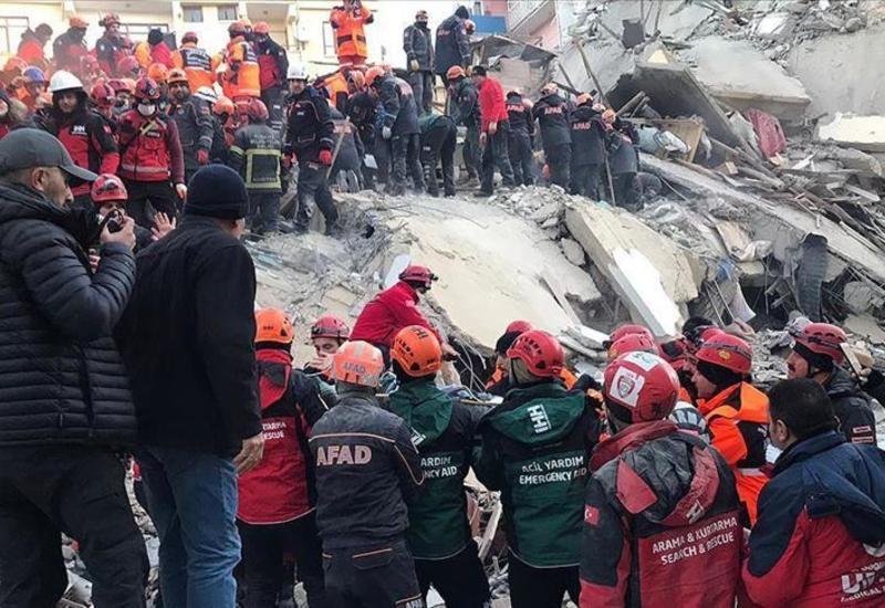 В Турции после землетрясения из-под завалов извлекли 39 человек