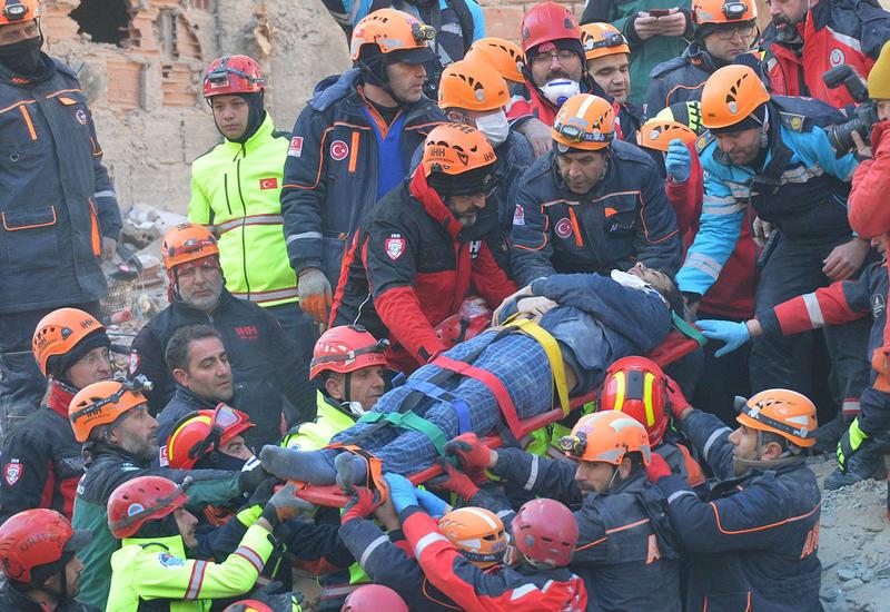 43 человека спасены из-под завалов после землетрясения в Турции