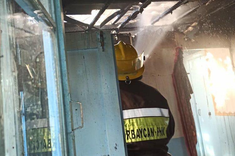 В Товузе произошел пожар в трехкомнатной квартире