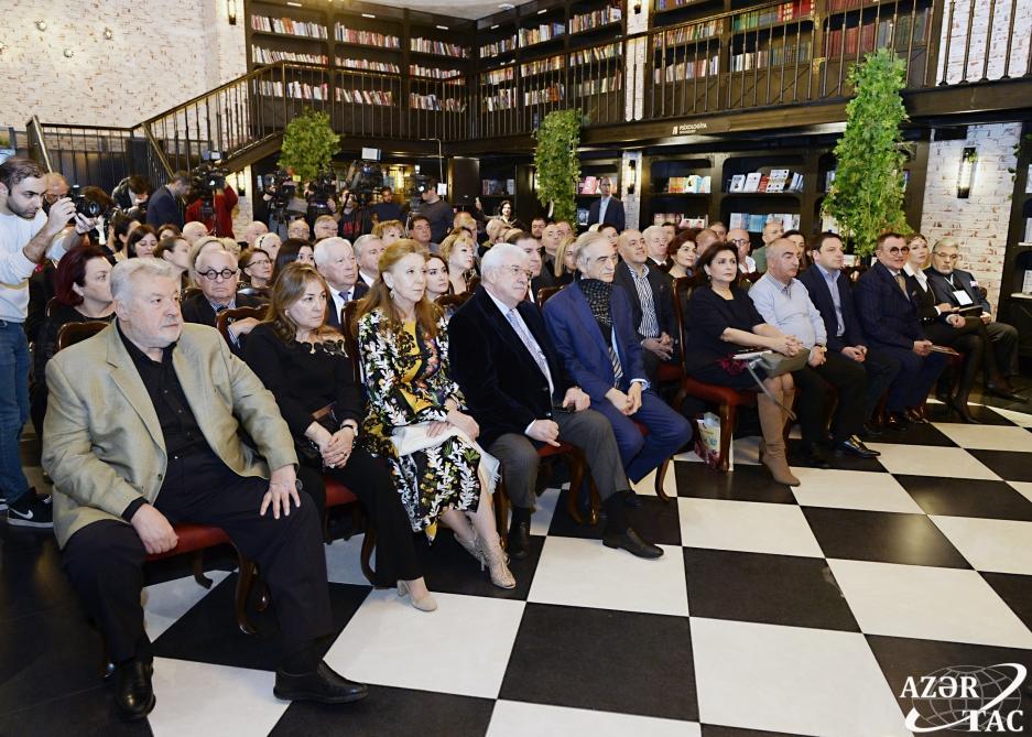 В Бакинском книжном центре состоялась церемония презентации книги «Формула жизни. Книга о папе и маме»