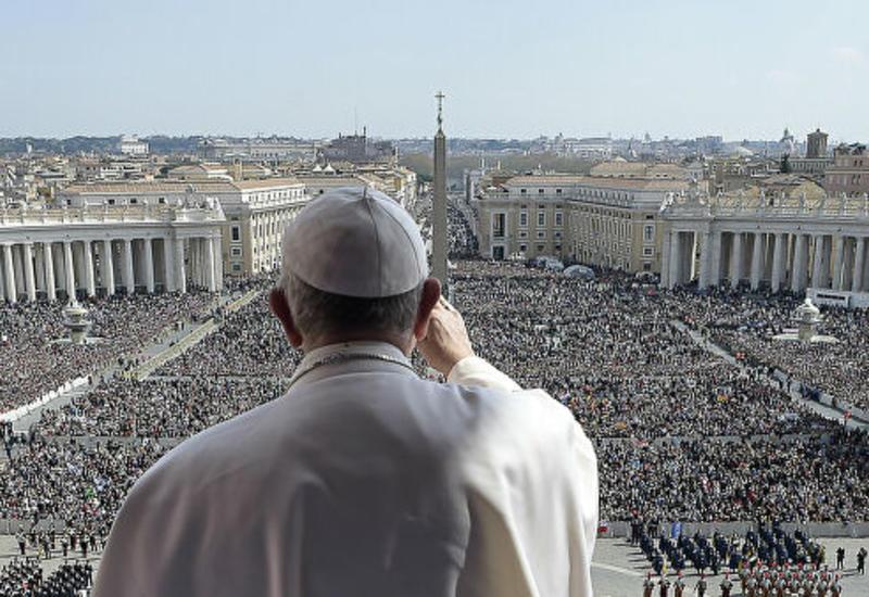 Папа Франциск молится за успех борьбы с коронавирусом