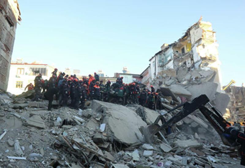 В Турции шесть человек остаются под завалами после землетрясения