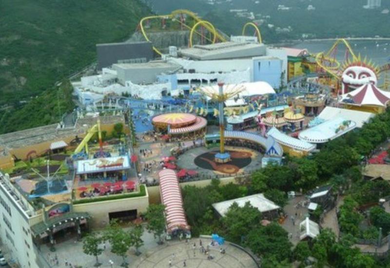 В Гонконге из-за угрозы пневмонии закрылись Disneyland и Ocean Park