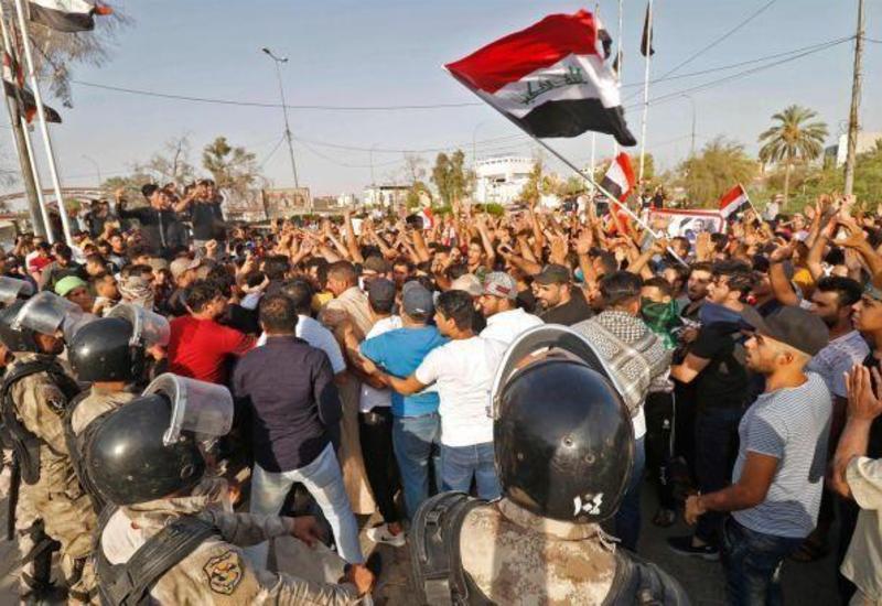 В Ираке не менее 30 человек пострадали в столкновениях с силовиками