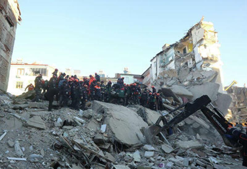 Турецкие власти заявили, что людей под завалами больше нет