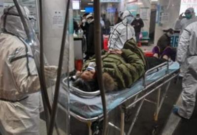 Жители китайской провинции перекрыли дорогу, чтобы не впустить больных - ВИДЕО