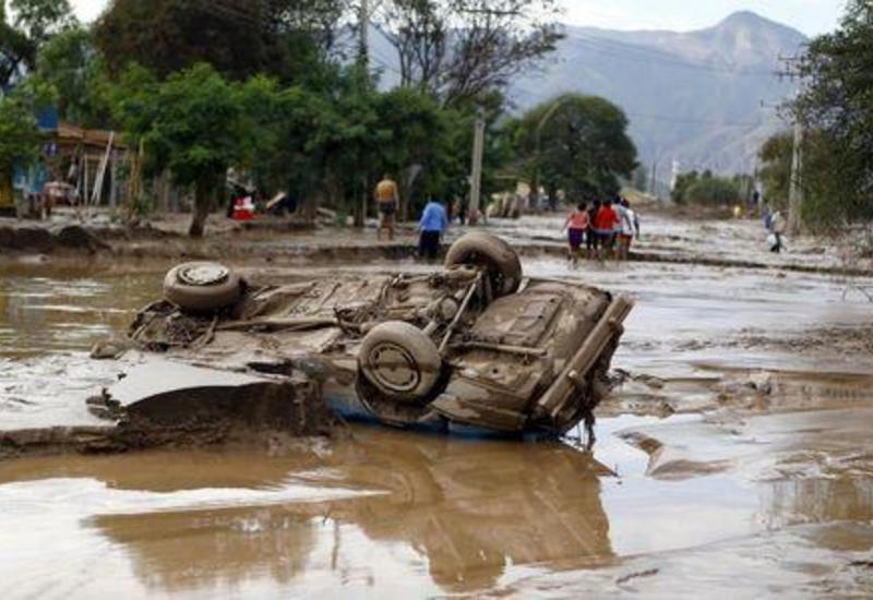 Президент Чили объявил чрезвычайное положение на севере страны из-за наводнений