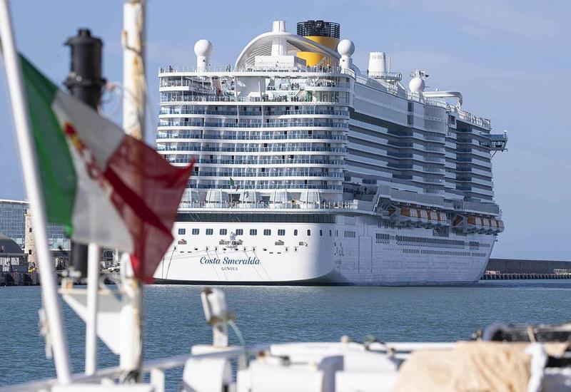 В Италии из-за коронавируса задержали круизный лайнер с десятками россиян на борту