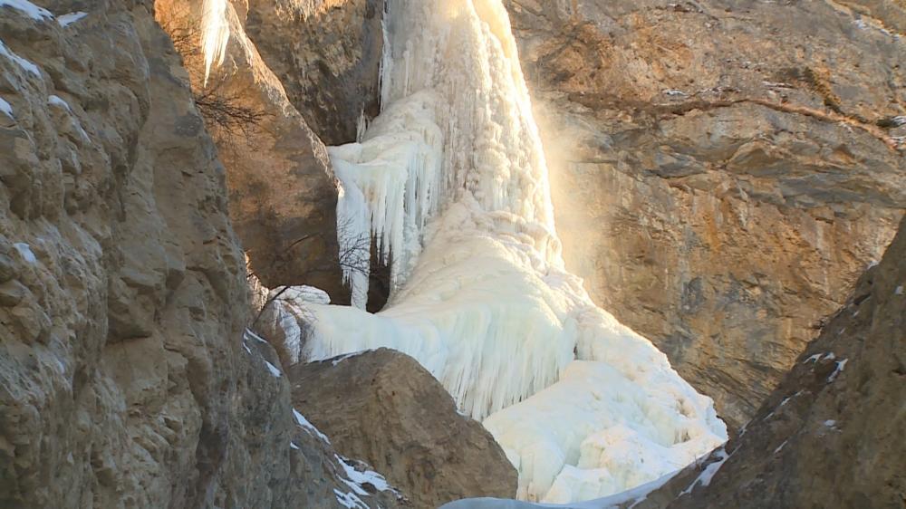 Замерзшие водопады Гусара