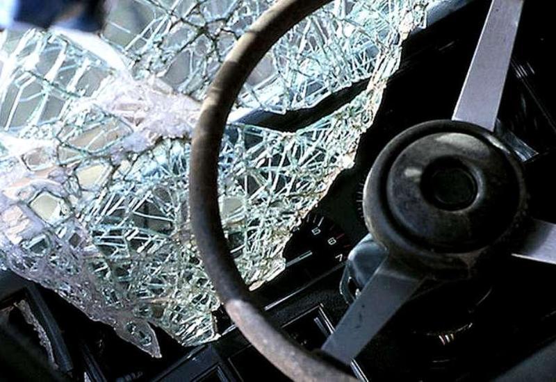 В Шамкире перевернулся микроавтобус, ранены 6 человек