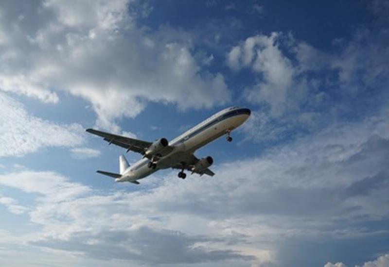 На борту российского самолета умер пассажир