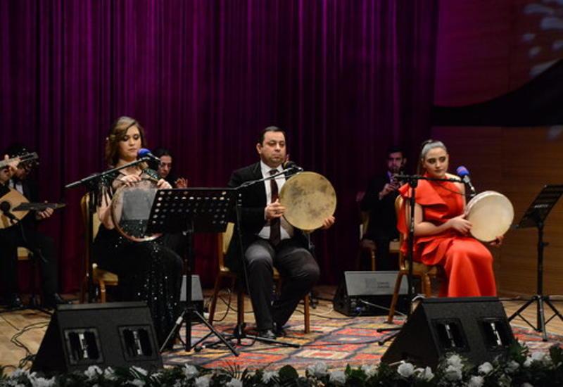 """Прекрасное исполнение """"Баяты-Шираз"""" в Центре мугама"""