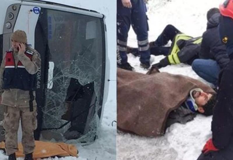 В Турции перевернулся пассажирский автобус: есть погибший, много пострадавших
