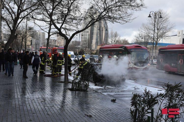 В Баку сгорел автомобиль