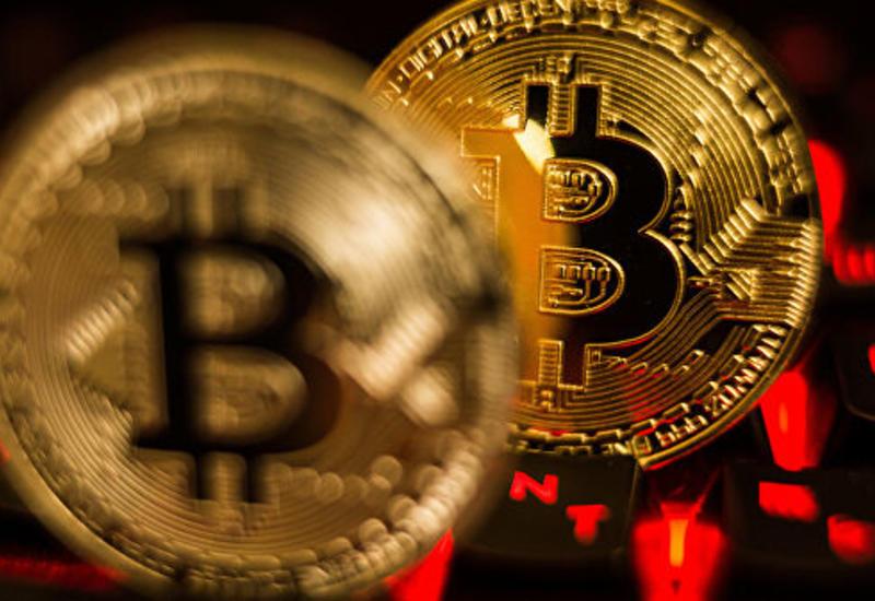 Стоимость биткоина впервые с октября превысила десять тысяч долларов