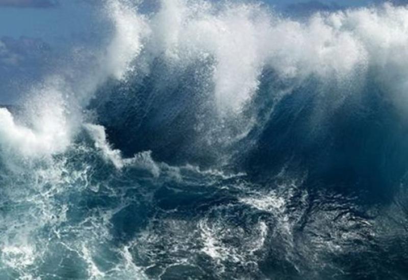 Высота волн на Каспии достигла 4.2 метра