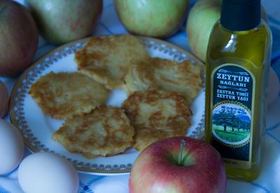 Яблочный панкейк - для детей от 10 месяцев