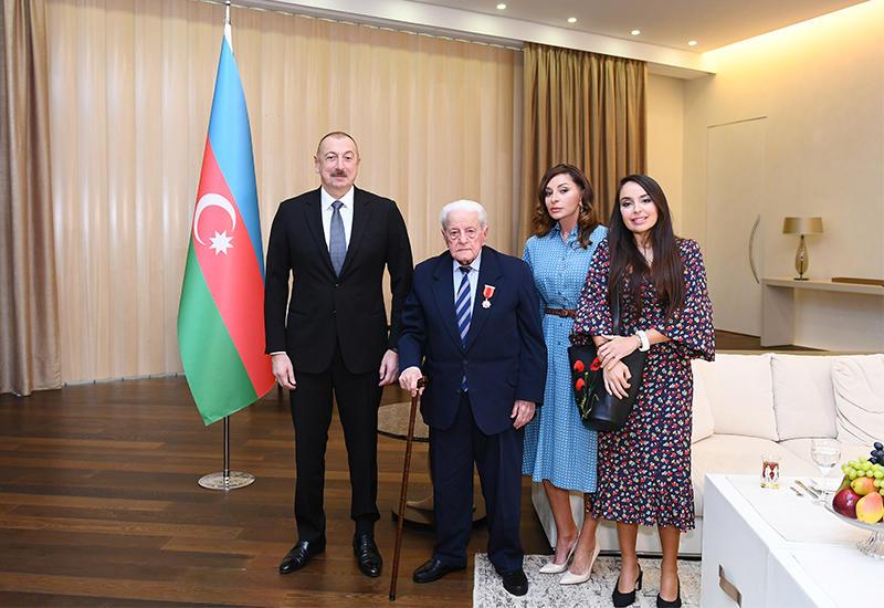 Президент Ильхам Алиев вручил народному артисту Алибабе Мамедову орден «Шараф»