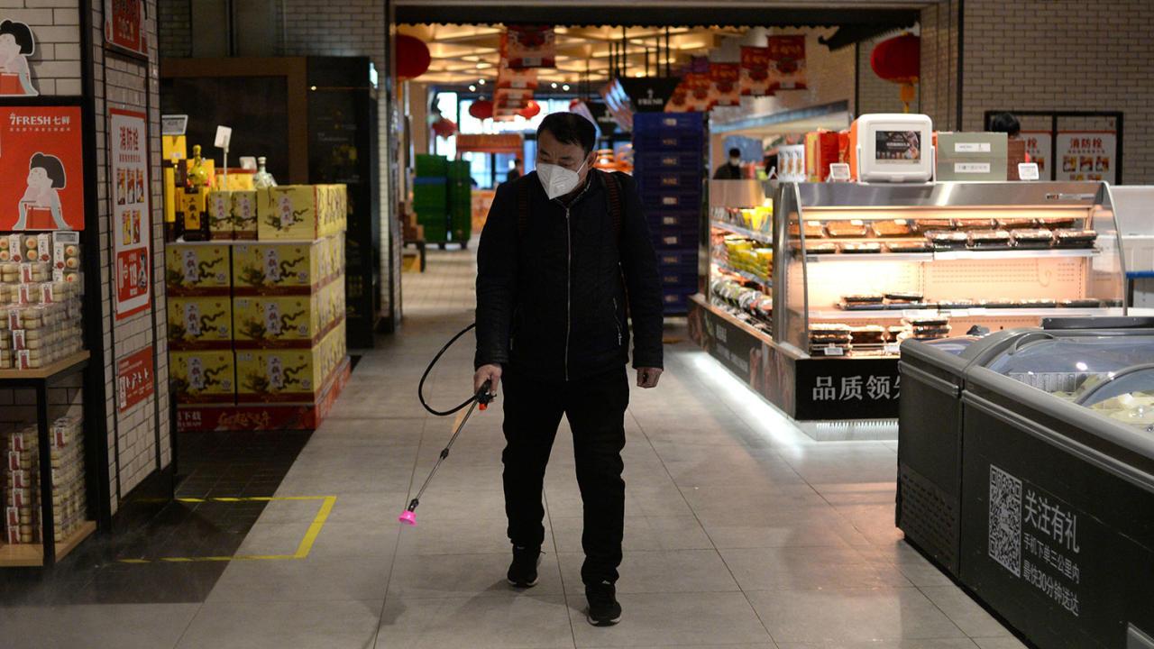 1000 жертв коронавируса: как дезинфицируют Китай