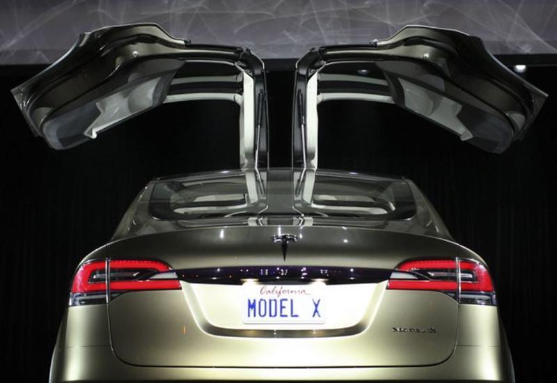 Tesla отзывает 15 тыс. электромобилей