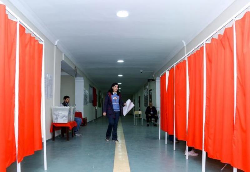 В Азербайджане отменили итоги голосования в четырех избирательных округах