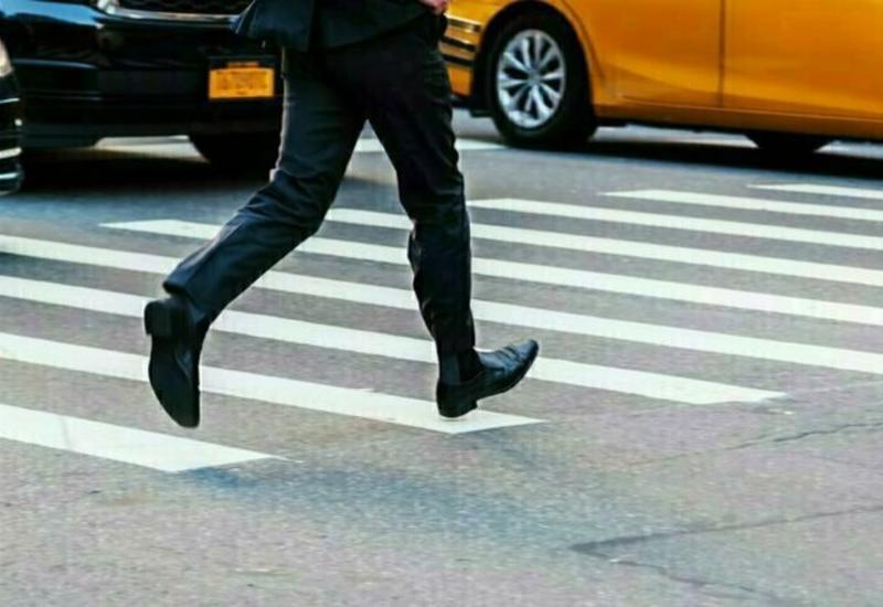 Пешеход чудом увернулся от вылетевшего на тротуар автомобиля