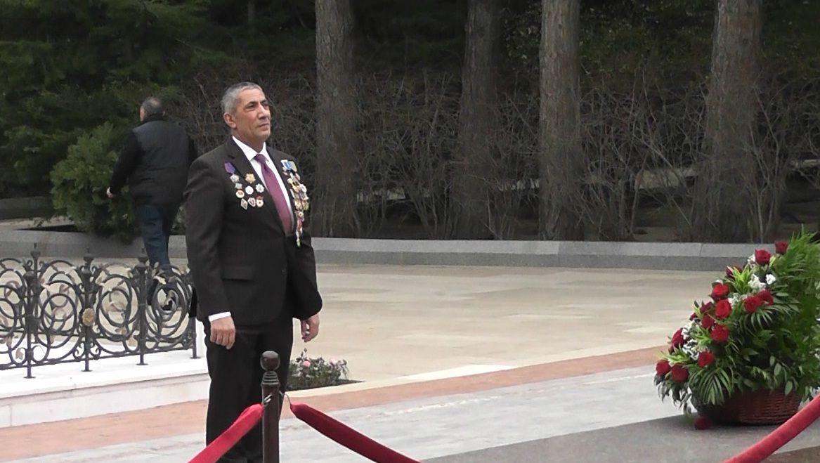 Сиявуш Новрузов посетил могилу Общенационального лидера Гейдара Алиева