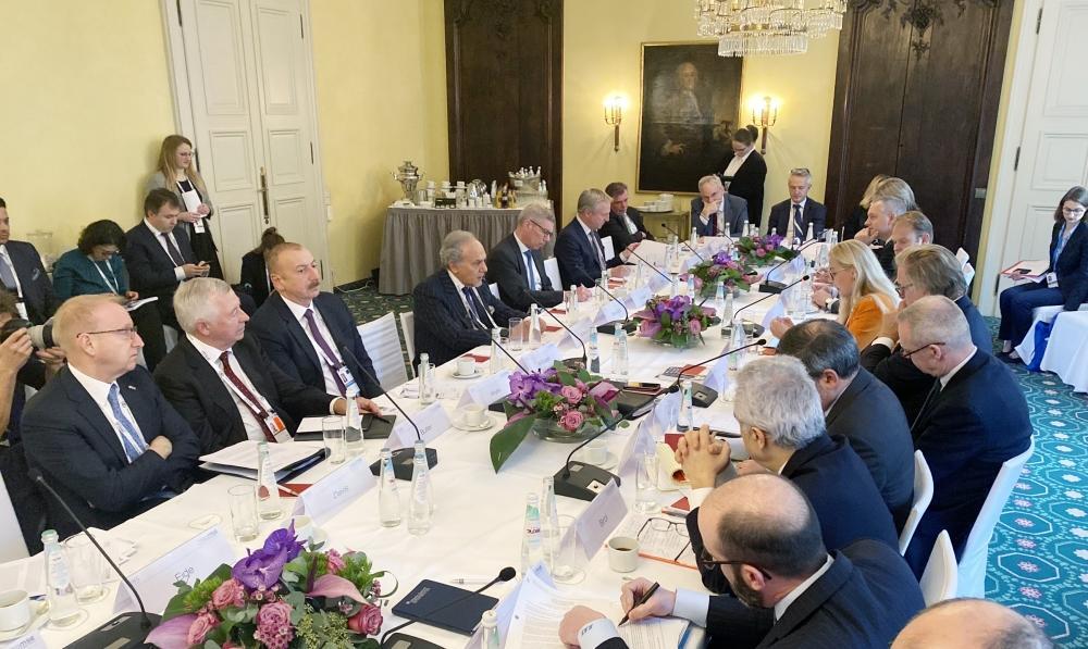 """Президент Ильхам Алиев принял участие в круглом столе на тему """"Энергетическая безопасность"""" в рамках Мюнхенской конференции по безопасности"""