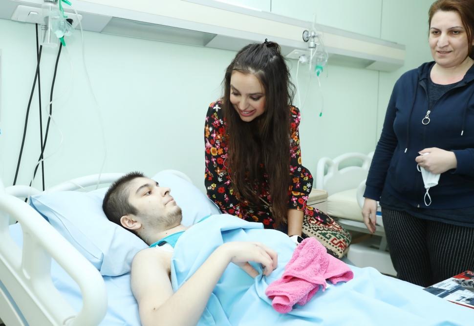 Вице-президент Фонда Гейдара Алиева Лейла Алиева встретилась с детьми, страдающими онкологическими заболеваниями