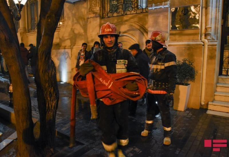 В центре Баку сгорел дом
