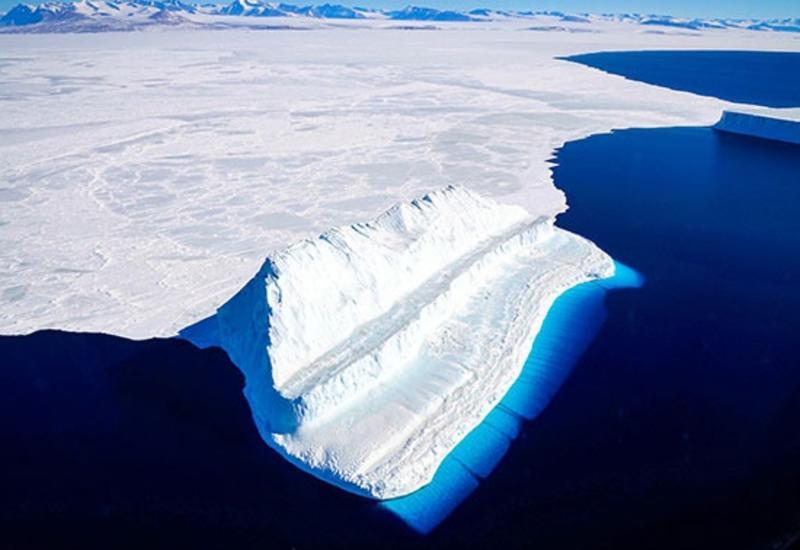 Огромный айсберг откололся в Антарктиде