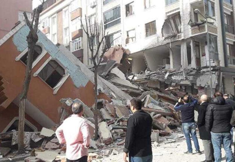 Семиэтажное здание рухнуло в центре Стамбула