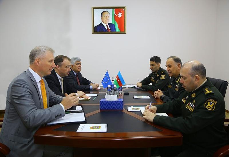 В минобороны Азербайджана прошла встреча со спецпредставителем Евросоюза