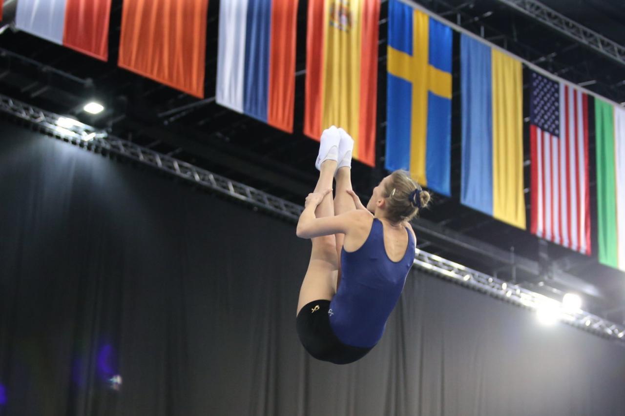 На Национальной арене гимнастики проходят подиумные тренировки участников Кубка мира по прыжкам на батуте и акробатической дорожке в Баку