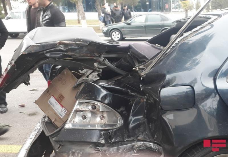 В Сумгайыте автомобиль врезался в дерево