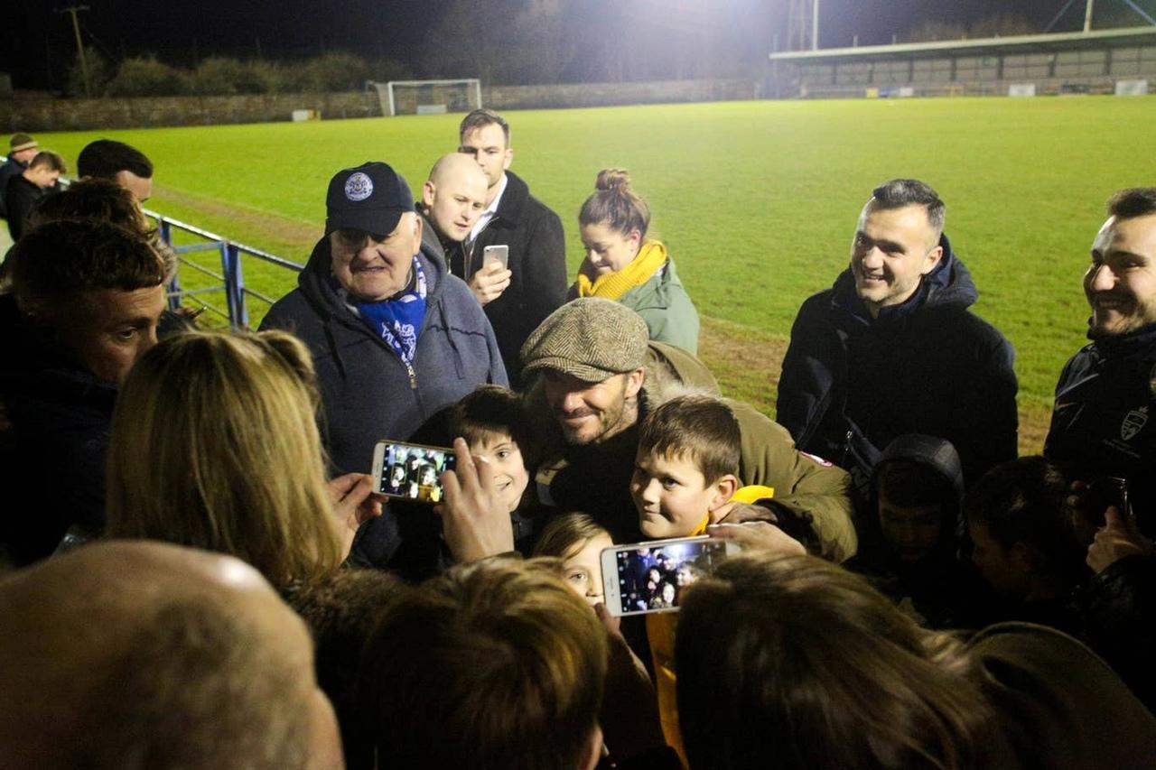 Бекхэм сходил на футбол в английской деревне