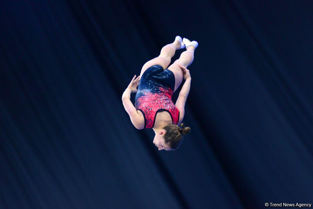 Лучшие моменты Кубка мира по прыжкам на батуте и акробатической дорожке в Баку