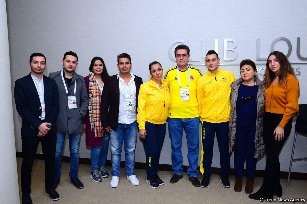 Посол Колумбии встретился со спортсменками в рамках Кубка мира по прыжкам на батуте и акробатической дорожке