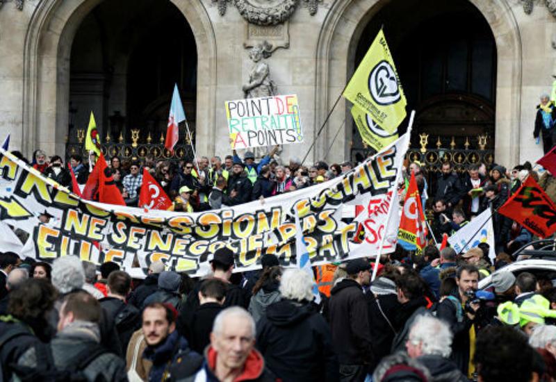 В Париже началась манифестация против пенсионной реформы